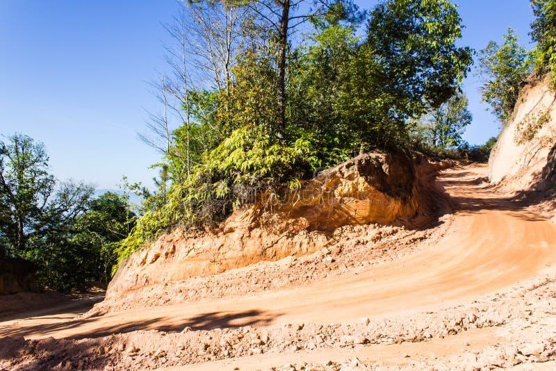 Alrededor del camino de la montaña de la curva en Tailandia imagenes de archivo