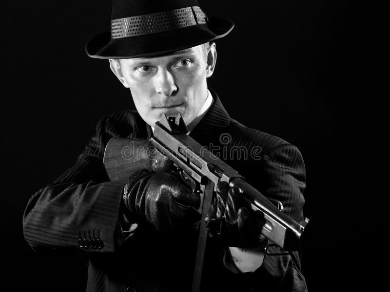 Als een Chicago gangster in zwart-wit stock afbeelding