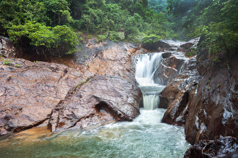 Als Mayom-Wasserfall, Koh Chang, Thailand lizenzfreie stockfotografie