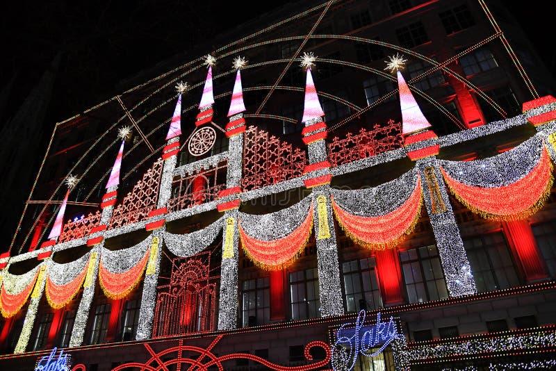 Als thema had het magische Theater van Saks Fifth Avenue van Dromen 2018 uiteindelijke licht toont royalty-vrije stock foto's