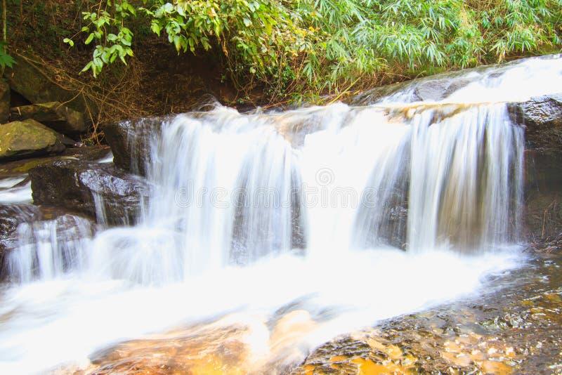 Als Zapfen-Wasserfall in Thailand stockfoto