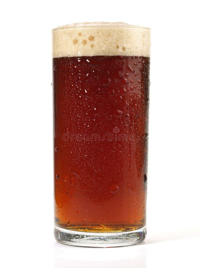 Alt-Bier auf weißem Hintergrund stockfotografie