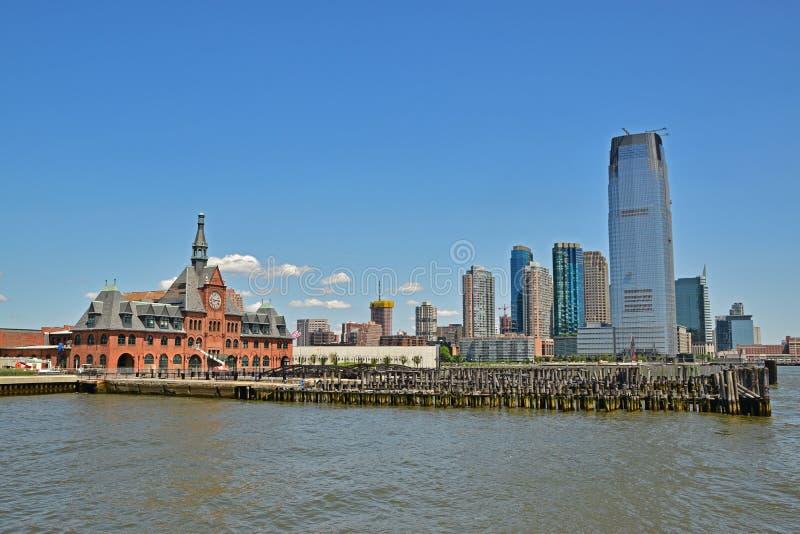 Alt und Neubau nahe gelegener Liberty State Park Jersey City lizenzfreie stockfotografie