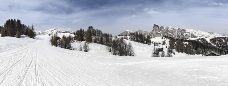 Alta Badia, inclinações do esqui nas dolomites foto de stock