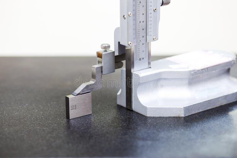 Alta calibratura a nonio con il blocchetto calibrato fotografia stock libera da diritti
