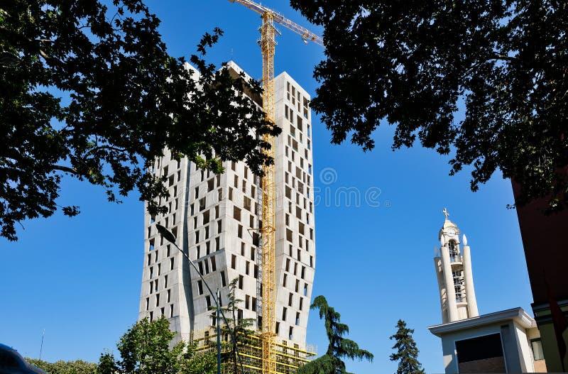 Alta construcción de la subida, Tirana, Albania imagen de archivo