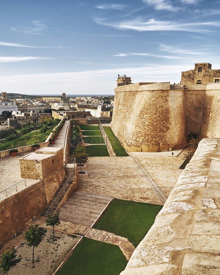 Alta e parete potente della fortezza fotografie stock libere da diritti