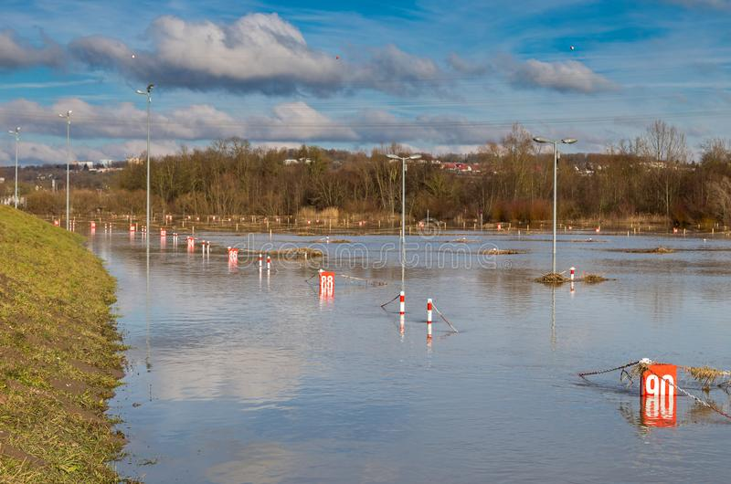 Alta inondazione, parcheggio sommerso immagini stock libere da diritti
