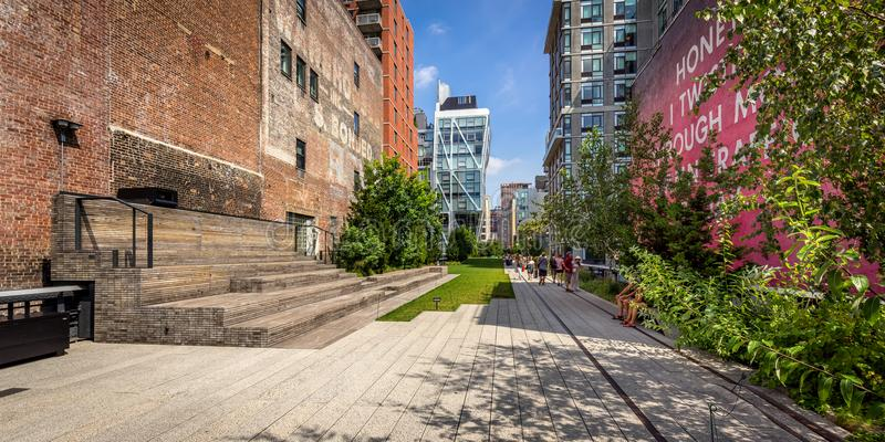 Alta línea 'promenade' por tarde, Chelsea, Manhattan, New York City imagen de archivo