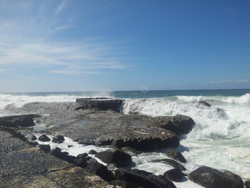 Alta marea sulle rocce fotografia stock libera da diritti