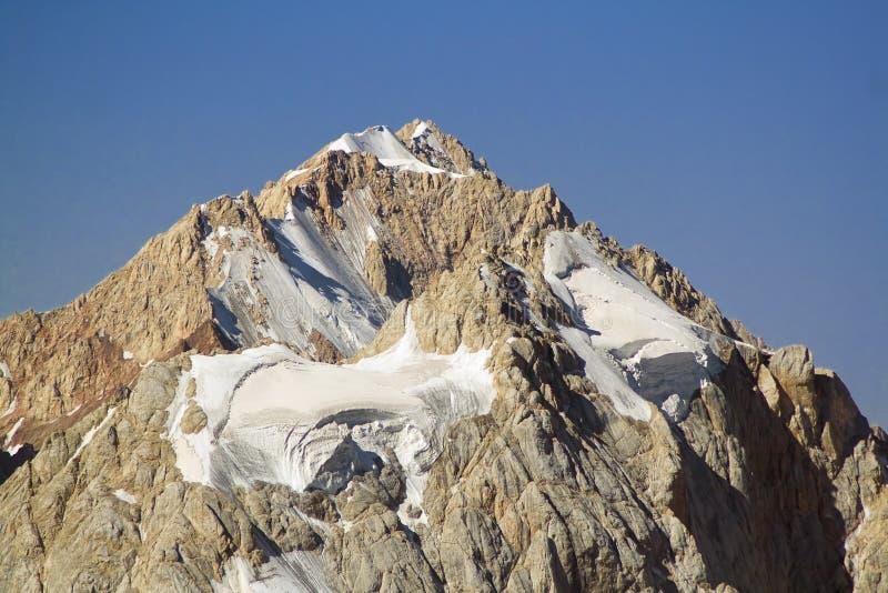 Alta montaña rocosa foto de archivo libre de regalías