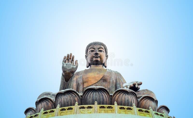 Alta montagna dello statueat di Tian Tan Buddha vicino al Po Lin Monastery, isola di Lantau, Hong Kong fotografia stock libera da diritti