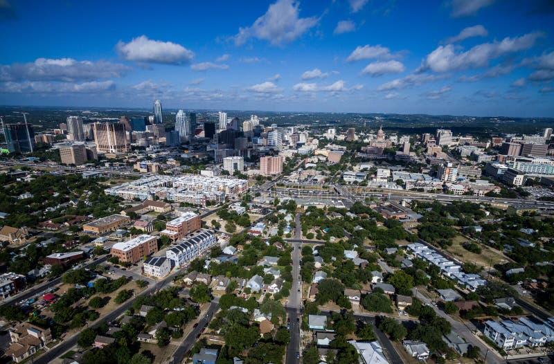 Alta opinión aérea del abejón sobre Austin Texas visto de parecer del este del oeste fotos de archivo