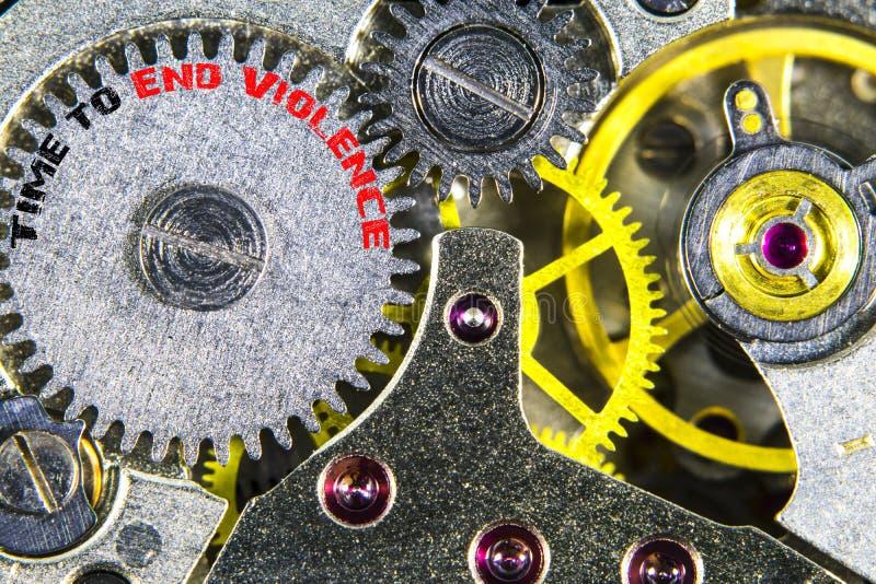 Alta resolução mecânica velha do maquinismo de relojoaria com tempo de palavras terminar imagens de stock royalty free