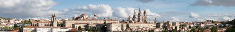 Alta resolución ultra amplia de la opinión panorámica de Santiago de Compostela fotos de archivo