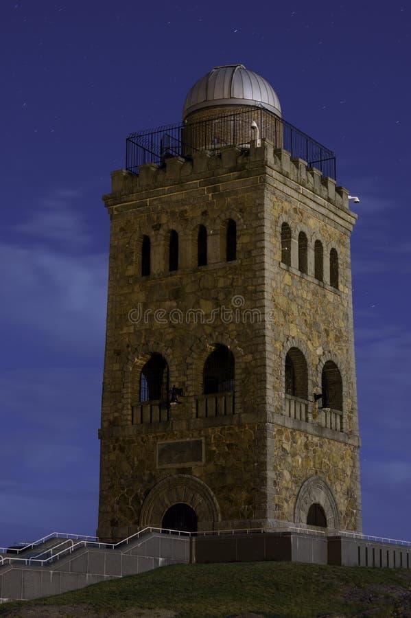 Alta torre Front View de la roca imágenes de archivo libres de regalías