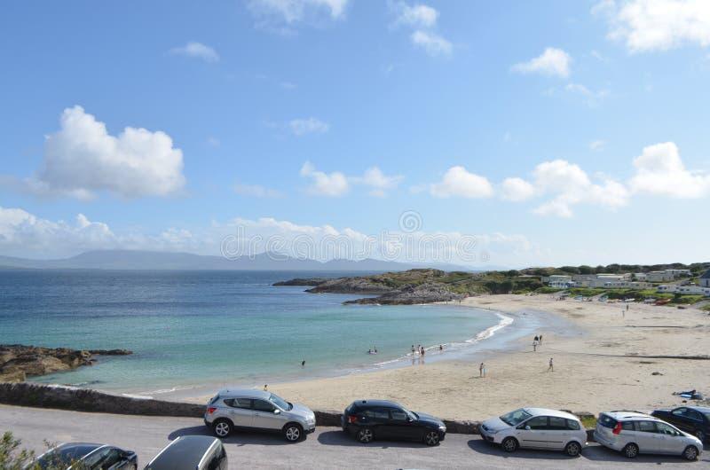 Alta vista della spiaggia in Kerry, Irlanda della baia del castello immagini stock