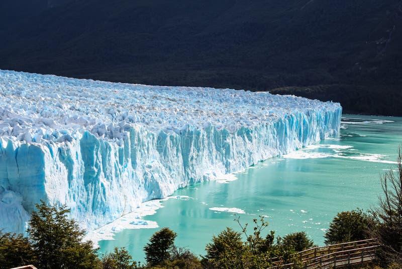 Alta vista que sorprende del glaciar Perito Moreno National Park en la Patagonia, la Argentina foto de archivo libre de regalías