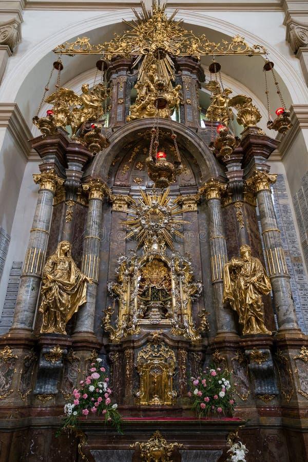 Altaar bij de Kerk van Onze Dame Victorious in Praag stock fotografie