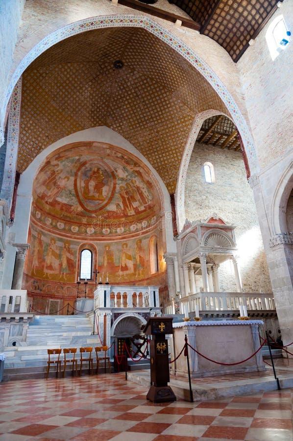 Altaar binnen Basilica Di Aquileia stock afbeelding