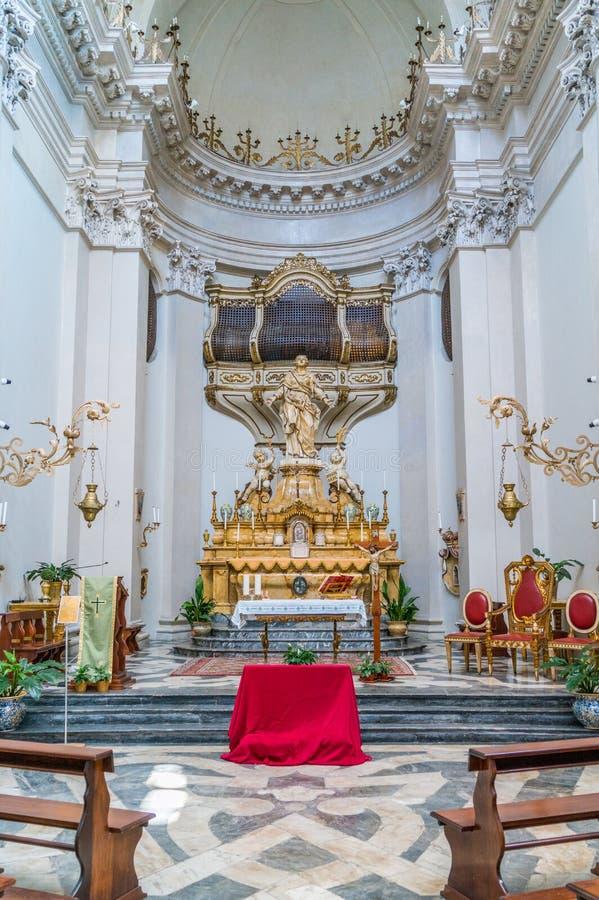 Altaar met het standbeeld van Heilige Agatha in de Kerk Badia di Sant ?Agata in Catani?, Sicili?, Itali? stock afbeeldingen
