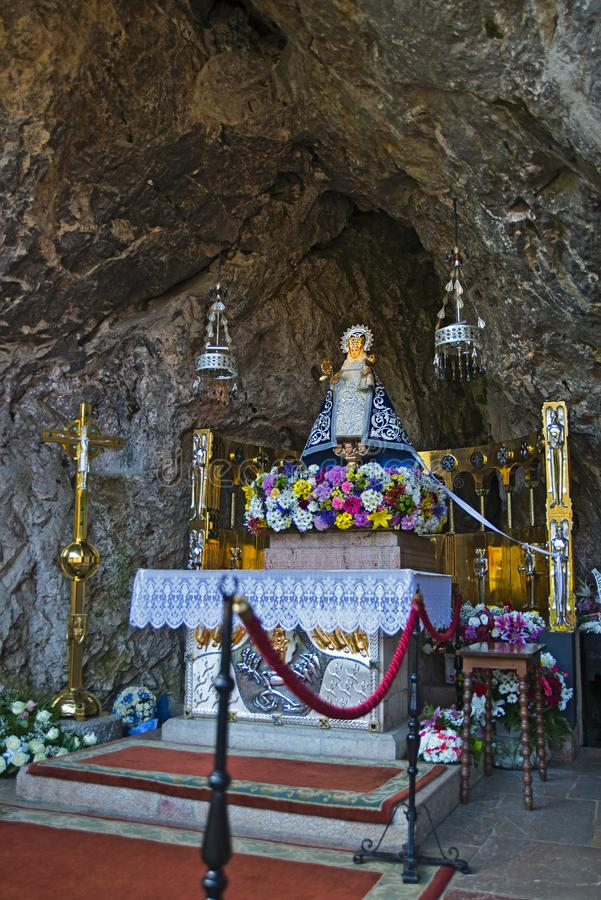 Altaar, Onze dame van Covadonga Cave, Asturias, Spanje stock foto's