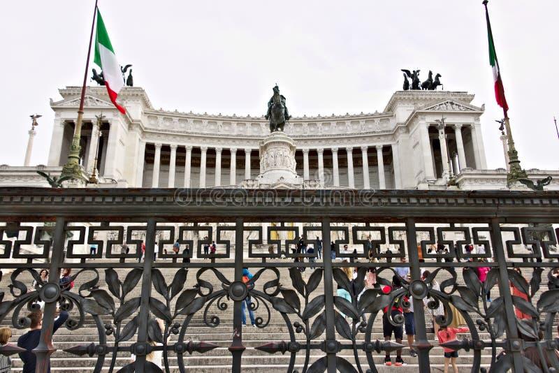 Altaar van het Vaderland of Vittoriano in Piazza Venezia in Rome Groot die monument met colonnade van Botticino-marmer wordt gema stock foto
