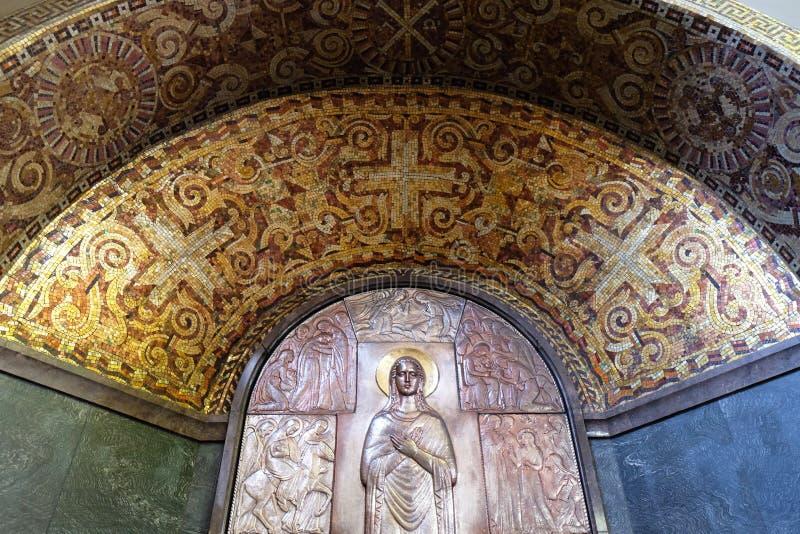 Altaar van Maagdelijke Mary in de kerk van Heilige Blaise in Zagreb stock afbeeldingen