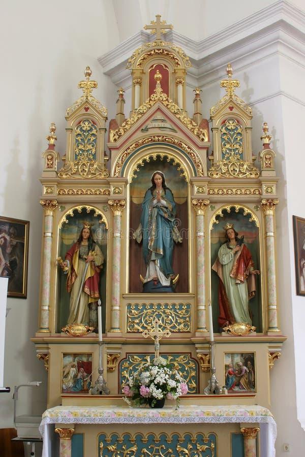 Altaar van Onze Dame in de Kerk van Heilig Kruis in Sisak, Kroatië royalty-vrije stock foto