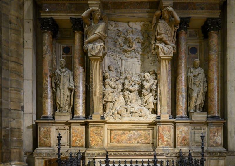 Altaar van Saint Joseph binnen Milan Cathedral, de kathedraalkerk van Milaan, Lombardije, Italië royalty-vrije stock foto's