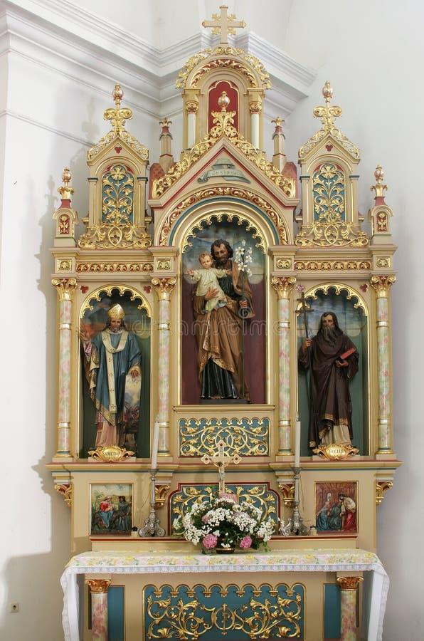 Altaar van Saint Joseph in de Kerk van Heilig Kruis in Sisak, Kroatië royalty-vrije stock foto's