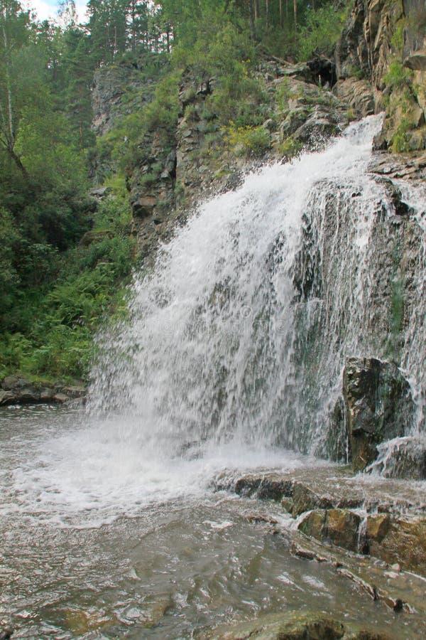Altai, cachoeira do rio de Katun imagem de stock