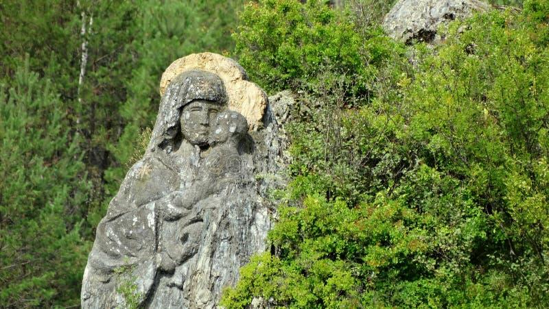 altai Isla de Patmos Las imágenes de la Virgen y del niño tallaron en la roca fotografía de archivo