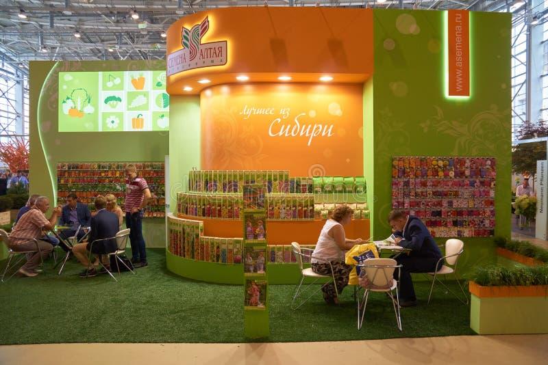 Altai kärnar ur det jordbruks- företaget på den internationella blomsterutställningen 2015 för Moskva arkivbild