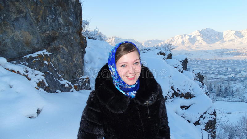 altai Russische Schoonheid en de Russische winter Pavloposad headscarf stock fotografie