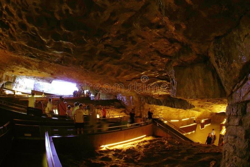 ALTAMIRA, CANTABRIA, ESPAÑA, EL 29 DE JULIO DE 2018: La entrada de la cueva del museo de Altamira fotos de archivo