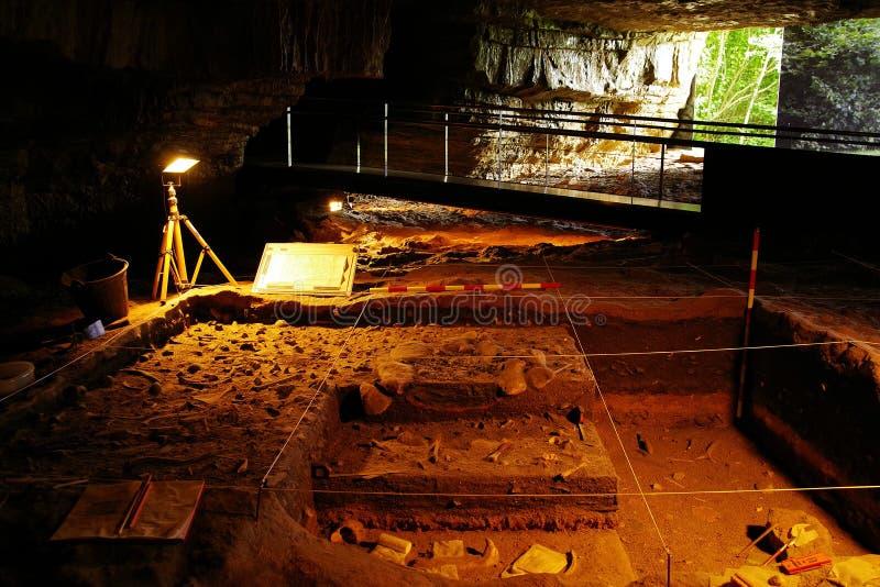 ALTAMIRA, CANTABRIA, ESPAÑA, EL 29 DE JULIO DE 2018: Vista interior de la cueva del museo de Altamira imagenes de archivo