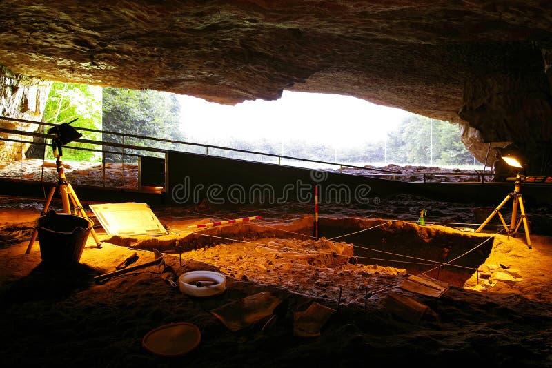 ALTAMIRA, CANTABRIA, ESPAÑA, EL 29 DE JULIO DE 2018: Vista interior de la cueva del museo de Altamira foto de archivo libre de regalías