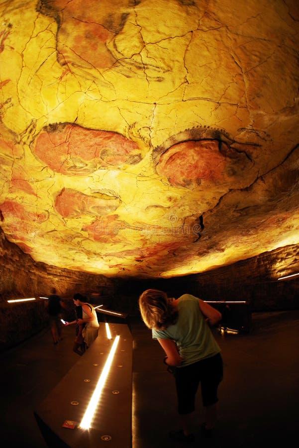 ALTAMIRA, CANTABRIA, ESPAÑA, EL 29 DE JULIO DE 2018: Vista interior de la cueva del museo de Altamira fotografía de archivo libre de regalías