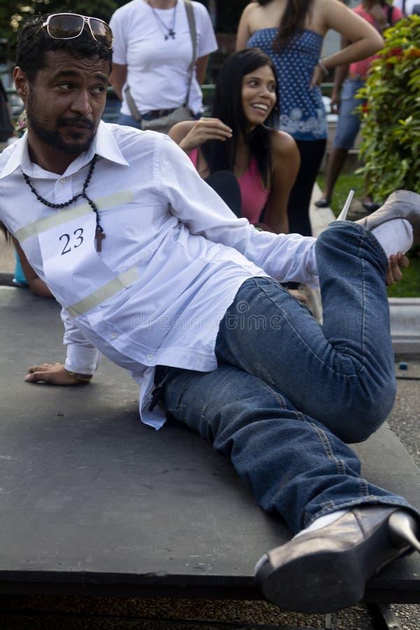 Altamira, Miranda State, Caracas, Venezuela 29/07/2012 I tacchi alti corrono sul quadrato di Altamira immagine stock
