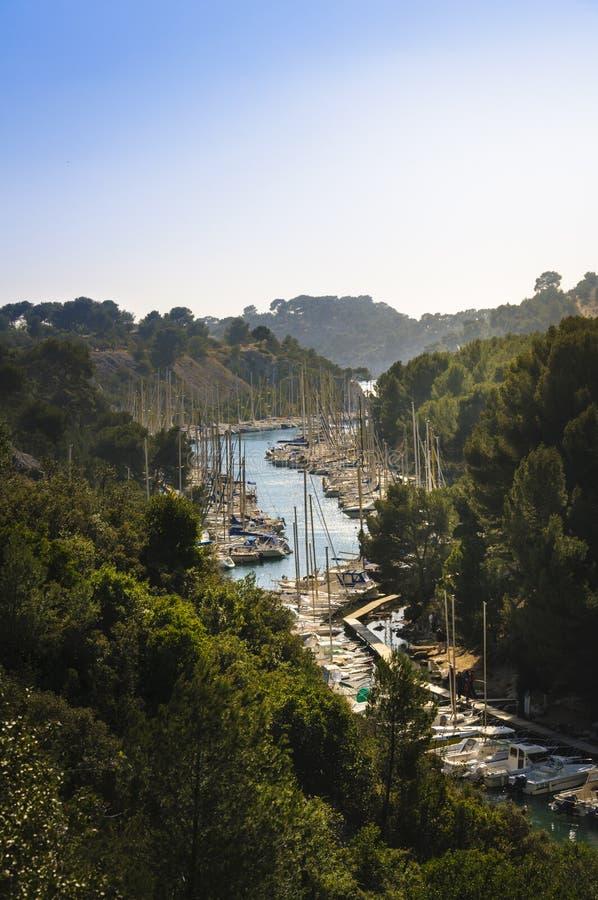 Altana i łodzie port, Cassis, Francja fotografia royalty free