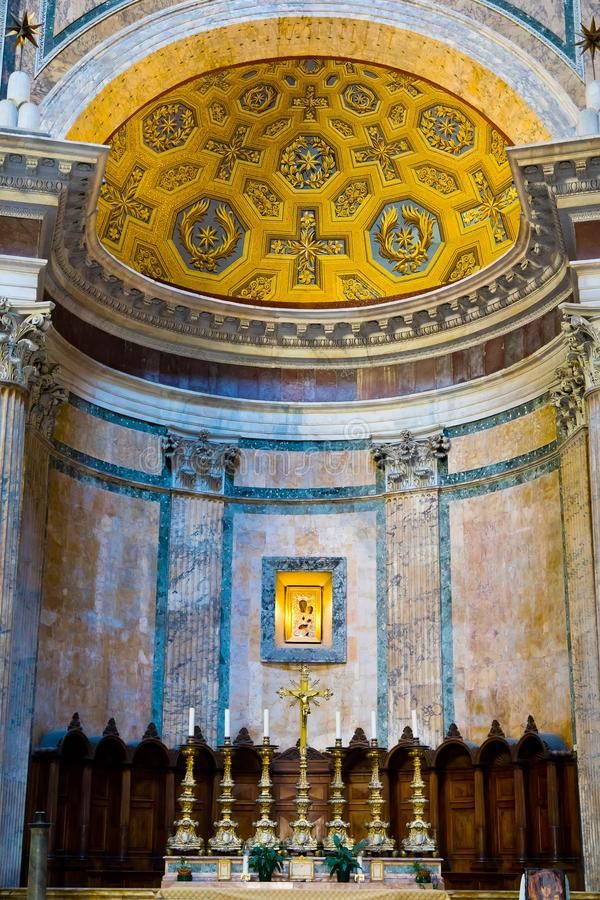 Altar all'interno del Pantheon fotografia stock libera da diritti