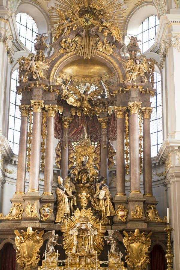 Altar alto barroco da igreja velha Munich do ` s de Peter fotografia de stock
