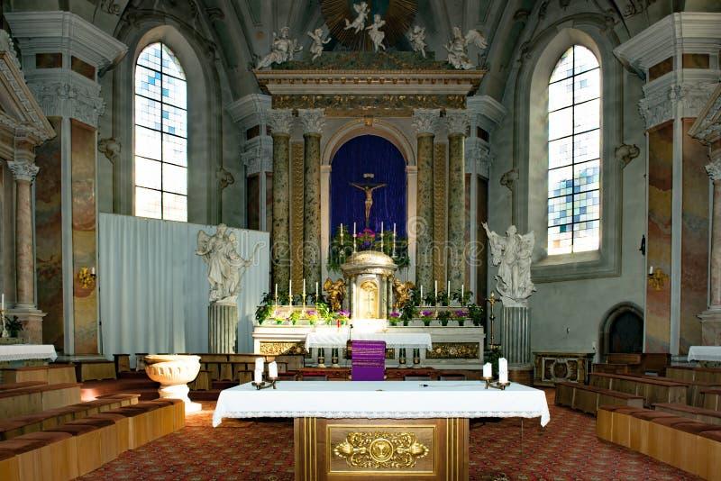 Altar barroco en la iglesia del arcángel Michael en Bressanone - Brixen, el Tyrol del sur, Italia imagenes de archivo