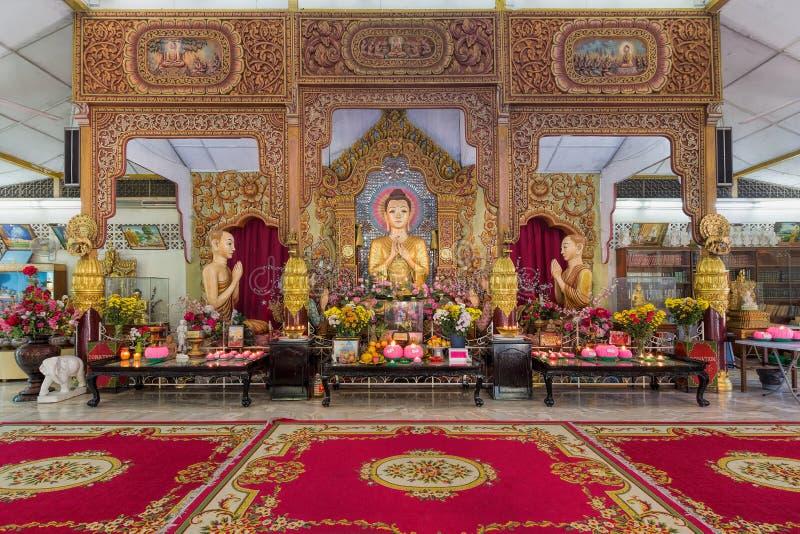 Altar birmano del templo budista de Dhammikarama imágenes de archivo libres de regalías