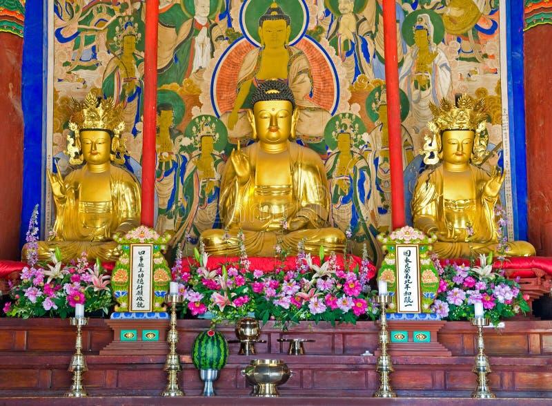 Altar budista do templo budista de Sinheungsa em Seoraksan fotos de stock