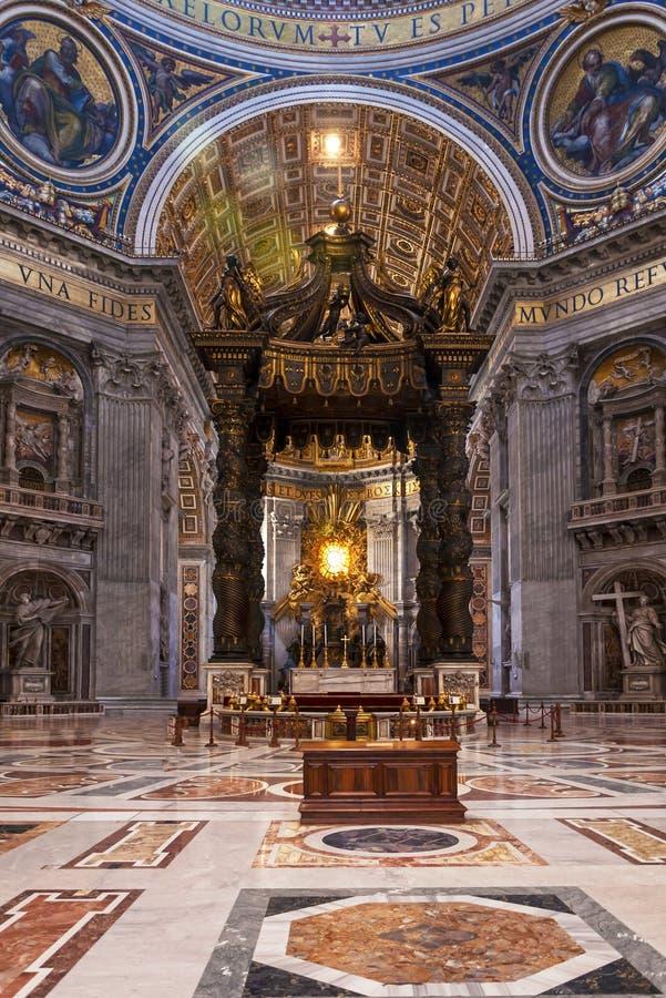 Altar da basílica do ` s de St Peter foto de stock royalty free