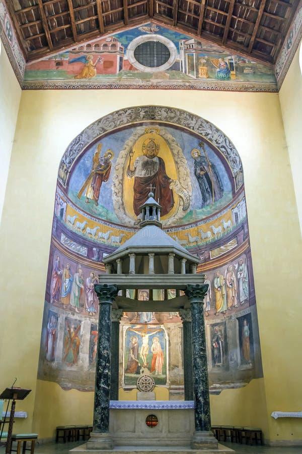 Altar da igreja antiga da basílica de San Saba em Roma foto de stock