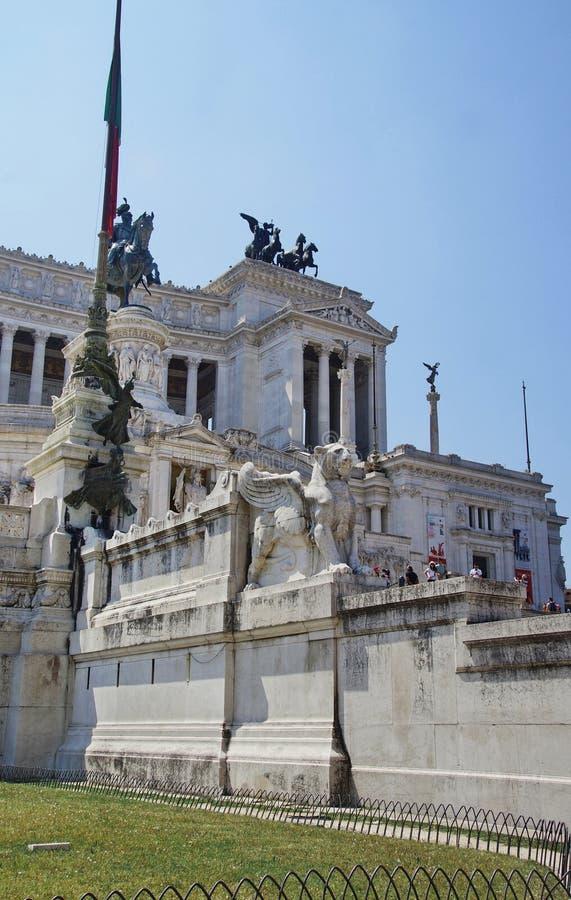 Altar da pátria e estátua equestre de Vittorio Emanuele II, Roma, Itália foto de stock