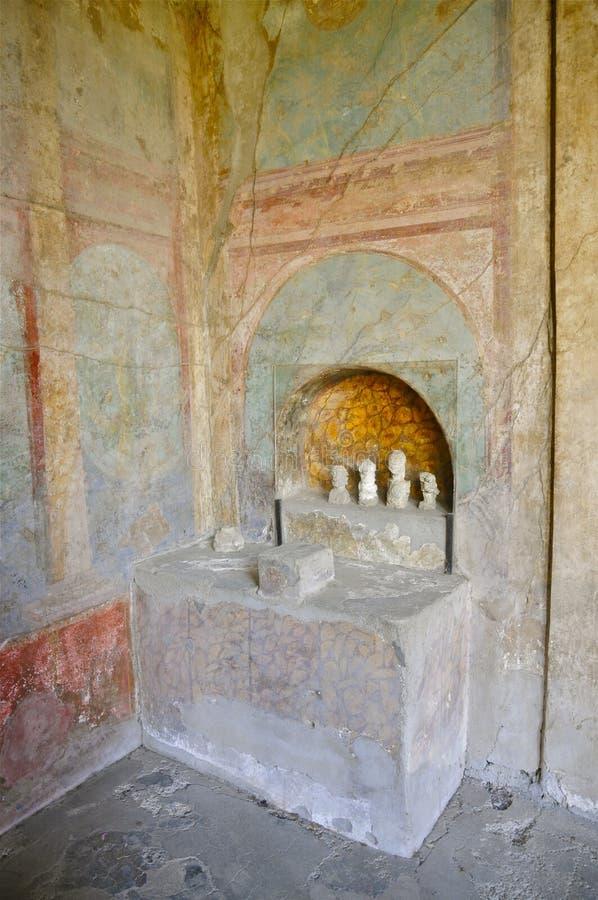 Altar de la casa en Pompeya, Italia imagen de archivo libre de regalías